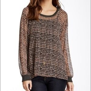 Pleione Woven Houndstooth Print Blouse
